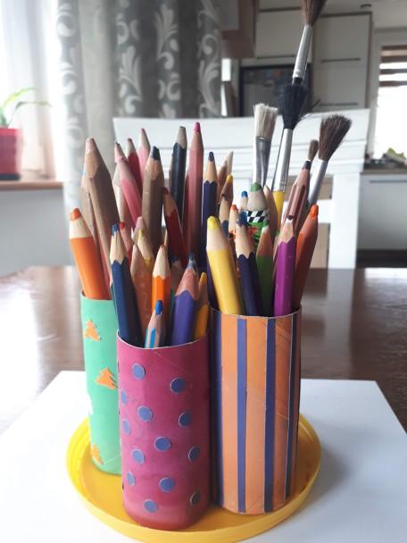 Organizator na kredki, ołówki, pisaki, pędzelki itp.